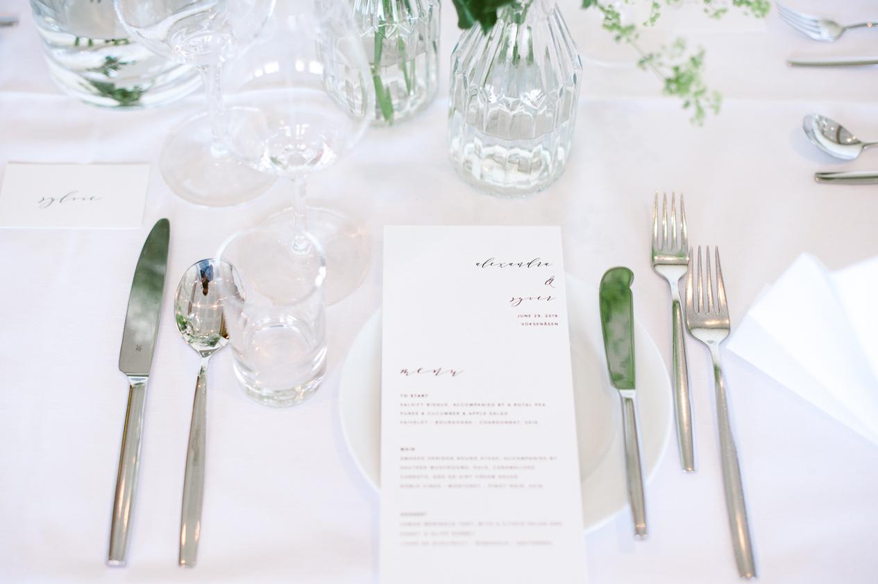 Pådekket bord til bryllup hos Voksenåsen