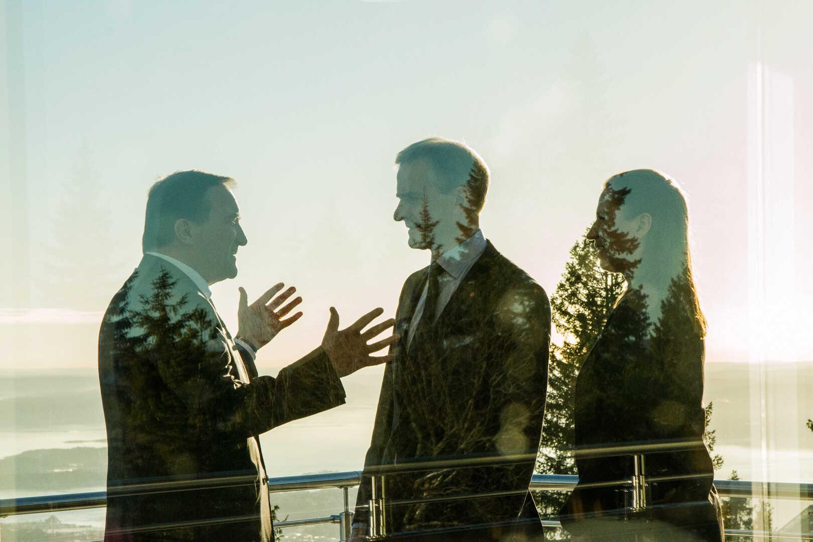 Møtedeltakere i samtale