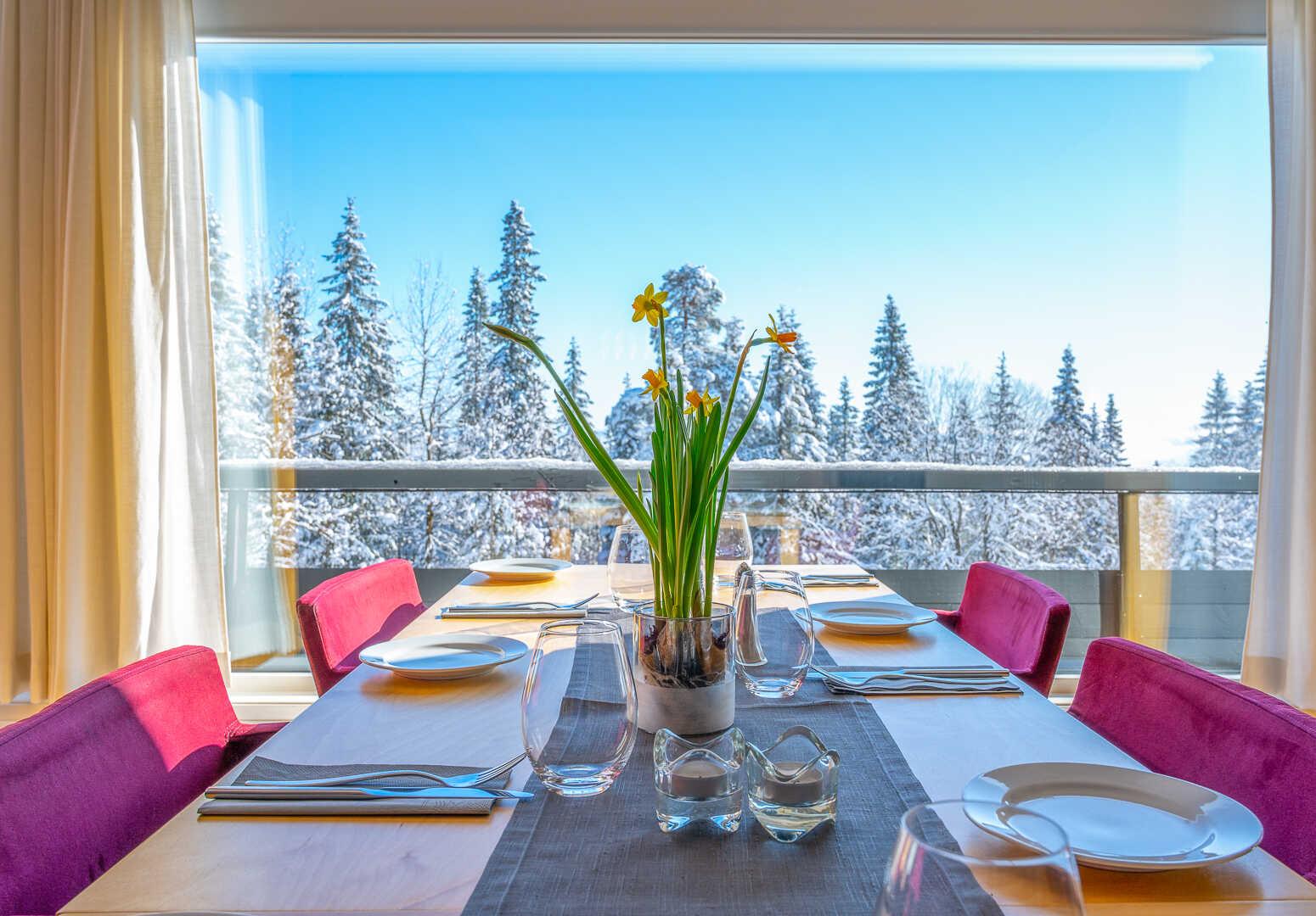 Pådekket bord i Voksenåsens restaurant